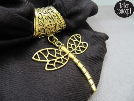 Fular-colgante-libélula-dorada
